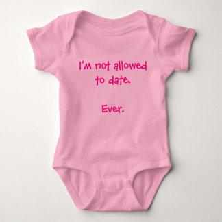 Drôle on ne me permet pas jusqu'à présent le bébé t shirt