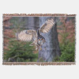 Eagle Owl Hunting Throw Blanket