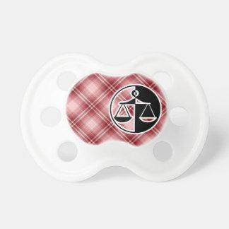 Échelles rouges de justice de plaid sucettes pour bébé