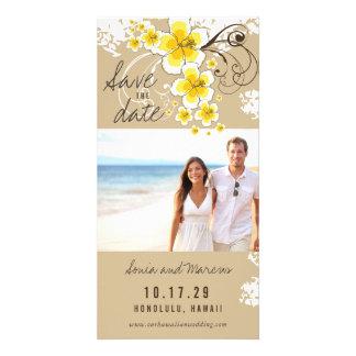 Économies jaunes de mariage de plage de ketmie la modèle pour photocarte