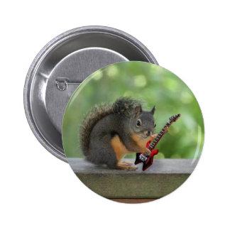 Écureuil jouant la guitare électrique pin's avec agrafe