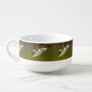 egret in flight soup mug