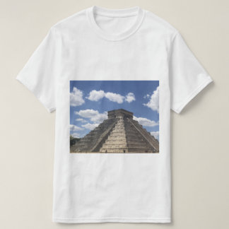 El Castillo – Chichen Itza, Mexico T-shirt