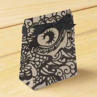 Elaborate Eye Favor Box