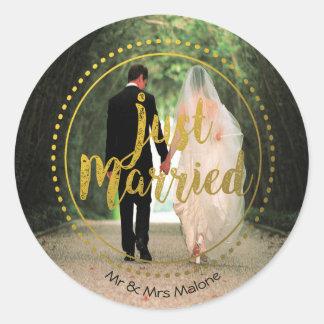 Elegant Gold Typography   Just Married Photo Round Sticker