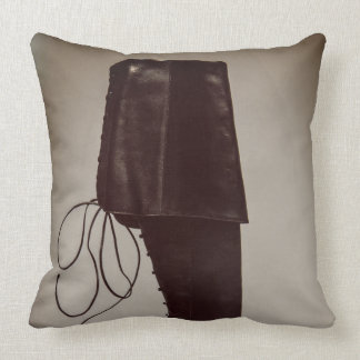 Elisa throw pillow
