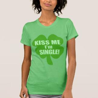 Embrassez-moi que je suis célibataire ! tshirts