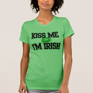 Embrassez-moi que je suis irlandais Jour de la Sa T-shirts