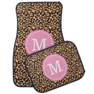 Empreinte de léopard et monogramme fait sur tapis de voiture