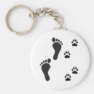 Empreintes de pattes de chien avec la copie de pie porte-clé rond