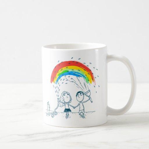 En créant l'arc-en-ciel aimez ensemble la tasse de