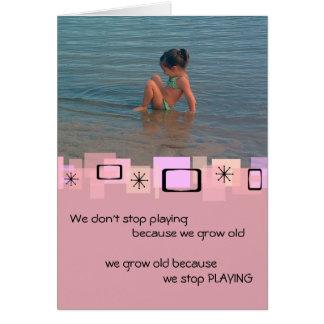 Enfant en bas âge mignon à la carte de voeux