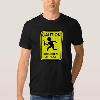 Enfants de précaution au jeu - coureur de torche tshirt