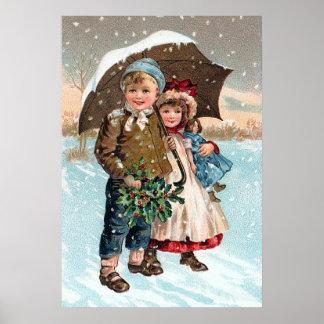 Enfants marchant par la neige