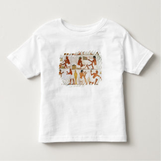 Engraving and polishing vases in gold and toddler t-shirt