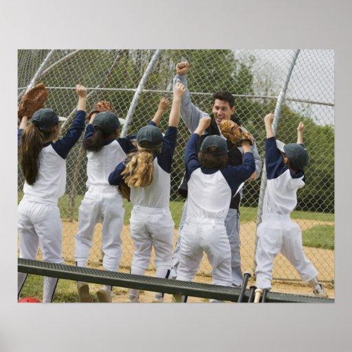 Entraîneur avec l'équipe de baseball posters