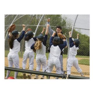 Entraîneur avec l'équipe de baseball carte postale