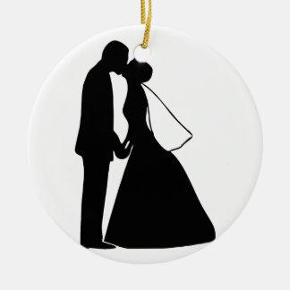 Épouser la silhouette de jeunes mariés de baiser ornement rond en céramique