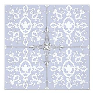 Équilibre argenté floral bleu et blanc carton d'invitation  13,33 cm