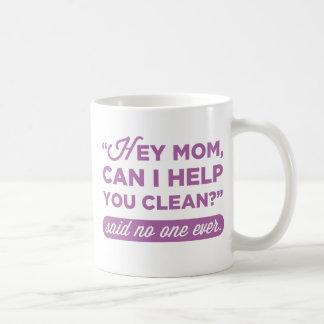 Est-ce qu'hé maman, je peux vous aider à nettoyer mug blanc