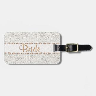 Étiquette du bagage de la jeune mariée faite sur c étiquettes pour bagages