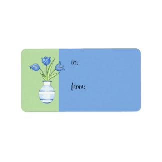 Étiquette verte de cadeau de tulipes bleues