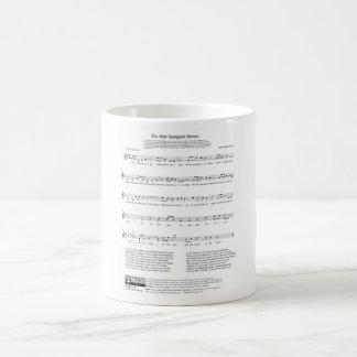 Étoile-a orné la feuille de paillettes de musique mug blanc