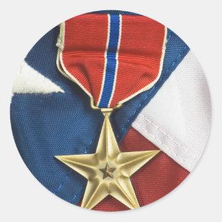 Étoile en bronze sur le drapeau américain autocollant rond