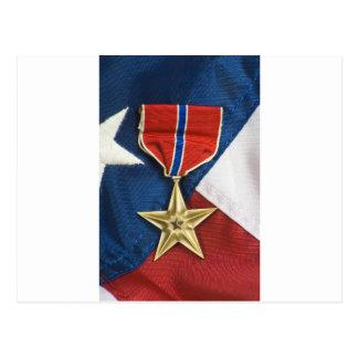 Étoile en bronze sur le drapeau américain carte postale