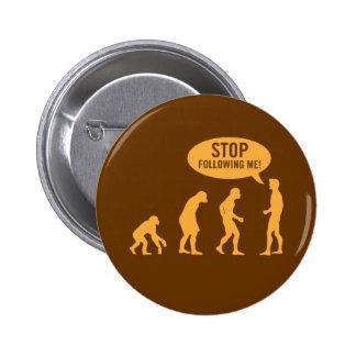 évolution - cessez de me suivre ! pin's avec agrafe