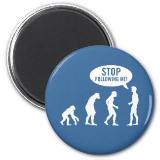 évolution - cessez de me suivre ! magnet rond 8 cm