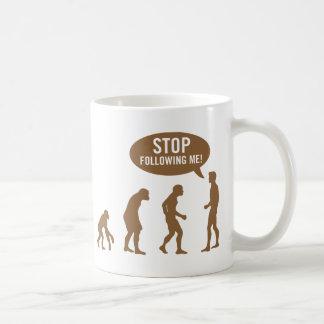 évolution - cessez de me suivre ! mugs à café