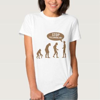 évolution - cessez de me suivre ! t shirts