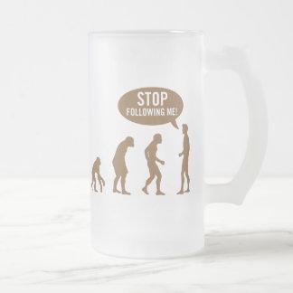 évolution - cessez de me suivre ! mug en verre givré
