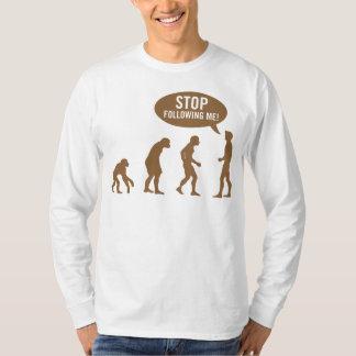 évolution - cessez de me suivre ! tshirts