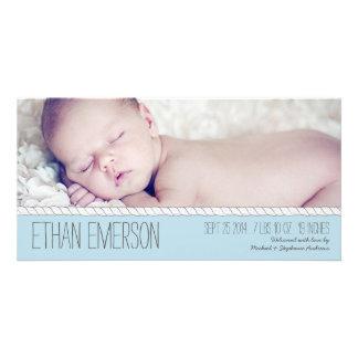 Faire-part de naissance bleu attaché de photo de modèle pour photocarte