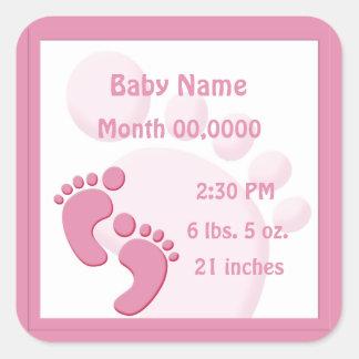 Faire-part de naissance de pieds d'empreinte de sticker carré