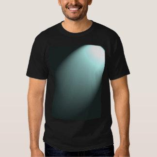 Faisceau lumineux sur le bleu de turquoise profond t shirt