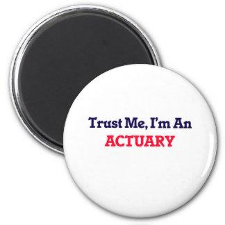 Faites- confiancemoi, je suis un actuaire magnet rond 8 cm