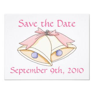 Faites gagner la date avec des cloches de mariage carton d'invitation 10,79 cm x 13,97 cm