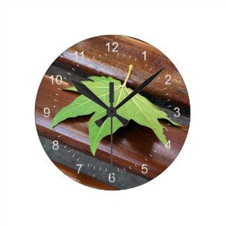 fallen leaf round clock