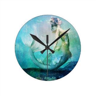 Fan Dancer Round Clock