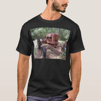 farm tractor picture T-Shirt