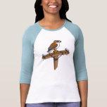 Faucon ferrugineux sur le poteau de puissance t-shirt