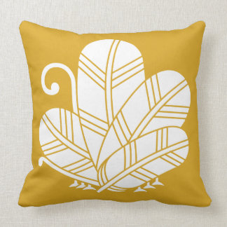 Feather butterfly of 鷹 throw pillow