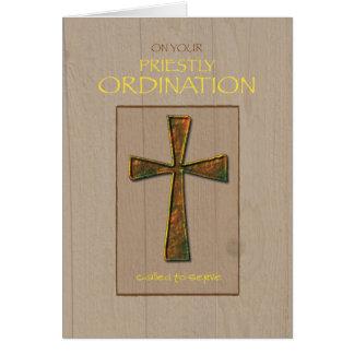 Félicitations de classification de prêtre, croix carte de vœux