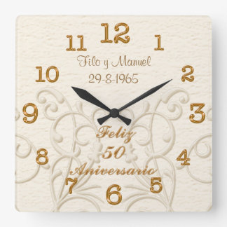 Feliz 50 Aniversario with Couple's NAMES and DATE Wallclock