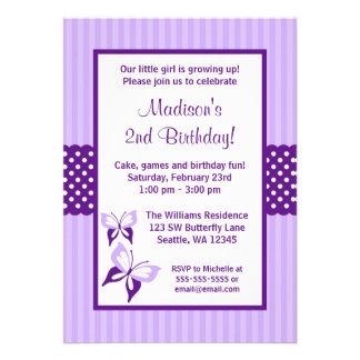 Fête d'anniversaire rayée de points de papillon po invitations