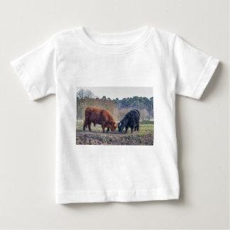 Fighting black and brown scottisch highlander bull baby T-Shirt