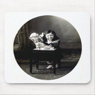 Fille avec la poupée Mousepad Tapis De Souris